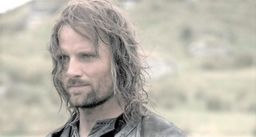 viggo mortensen co-stars commented he smelled awful while getting into character for aragon on lord of the rings